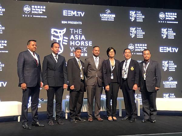 (左起)印度.泰國.馬來西亞.印尼.柬埔寨.台灣各國馬術協會代表合照