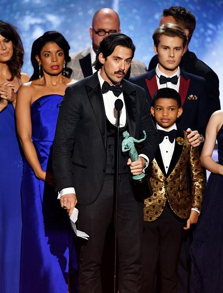 米洛·文提米利亞(Milo Ventimiglia)和美國影集《This is Us》同劇演員一起獲頒最佳戲劇整體演出獎,以蓄鬍造型搭配萬寶龍Urban Spirit系列袖扣