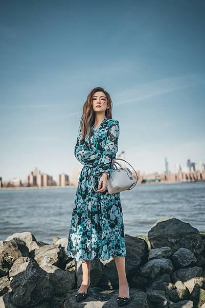Selina 身穿MICHAEL Michael Kors 2018春季系列,漫步纽约 (8)