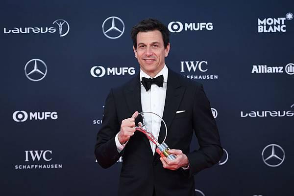 Mercedes-AMG Petronas Motorsport車隊總裁Torger Christian Wolff代表銀箭車隊獲年度最佳團隊獎