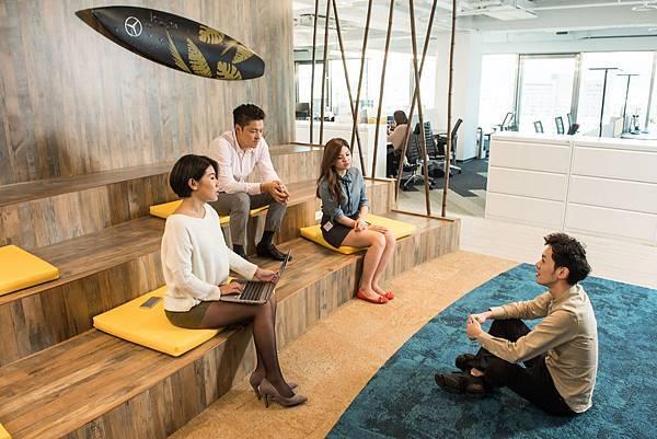 台灣賓士的辦公室大革新秉持「Less Me, More We」的設計理念,鼓勵組織同仁間的交流互動,極力打造開放且自由的辦公室環境