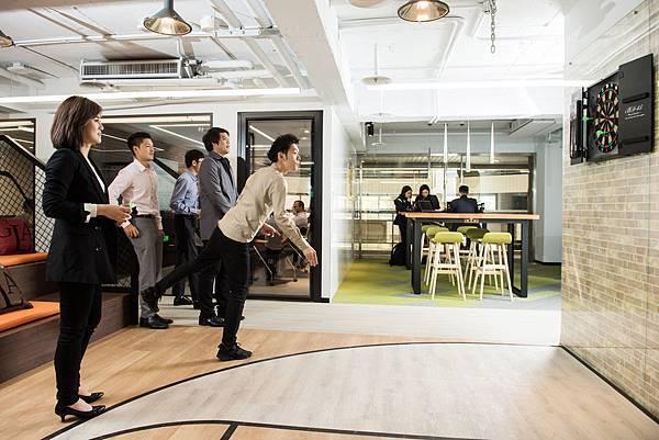 涵蓋了沙包、飛鏢的公共空間讓員工在辦公室就有紓壓管道