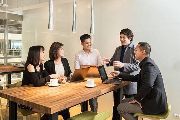 多元的辦公環境不只讓時間運用變為彈性,同時展現台灣賓士面對趨勢潮流自我調整的企業韌性
