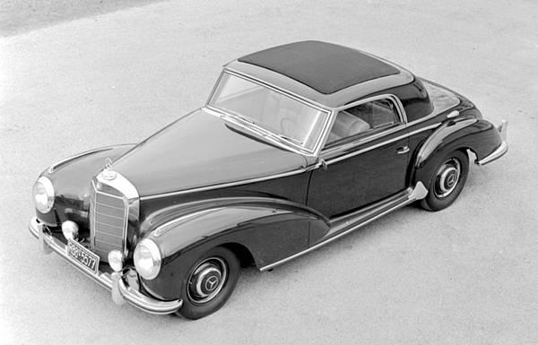 1952年 Mercedes-Benz 豪華雙門轎跑首度冠上「S」之名,以 300 S Coupé 譜出融合風雅紳士與運動美學的全新樂章