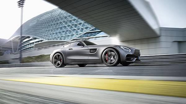 2018年Mercedes-AMG推出全新AMG GT C車型,與既有的AMG GT R、AMG GT Roadster及AMG GT等成員共組地表最強GT家族陣容