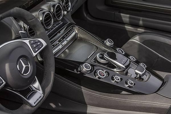 AMG GT C更期望車主能每日品嚐專屬的極致速度饗宴,除了具備驚人速度,更兼顧實用與舒適度
