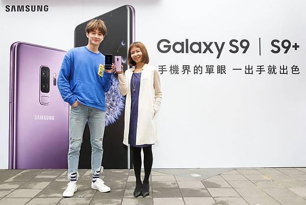 由左至右 「新生代人氣王」張軒睿、台灣三星電子行銷部處長劉姿瓘