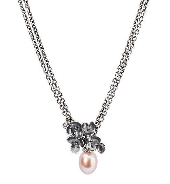 圖8_Trollbeads水生花珍珠項鍊:水生花銀墜NT2200、紅玫珍珠銀鍊NT$5000