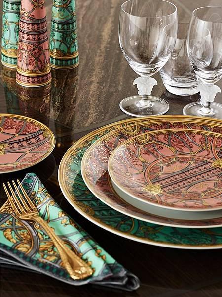 Versace Home歡慶與Rosenthal合作25週年推出全新紀念瓷器系列_La Scala del Palazzo _1