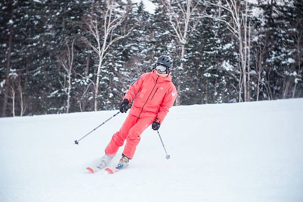 _02-中華民國滑雪滑草協會教練莊煜森,雪齡26年,現為協會副秘書長。