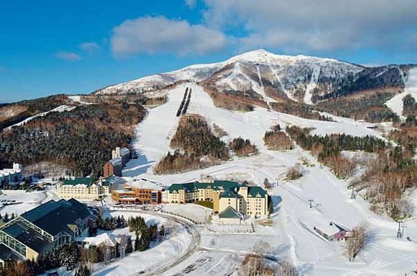 _11-2017年全新開幕日本Tomamu北海道滑雪度假村,其得天獨厚的粉雪雪質和超過 145 公頃的雪場,多達29條、總長22公里的滑雪道。