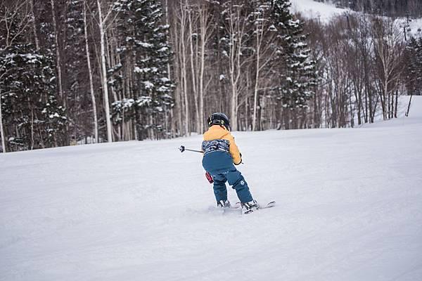 _07-本次培訓年紀最小(8歲)選手陳羽琦,自2歲半開始接觸滑雪。