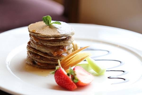 雲品溫泉酒店推出當日限定創意素食餐點-「花生紅茶煎鬆餅」