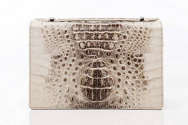 圖4_復古典雅肩背手拿鱷魚方包 尊榮白,建議售價NT28,800(已上市)