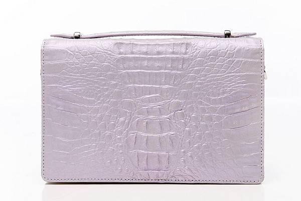 圖2_復古典雅肩背手拿鱷魚方包 珍珠紫,建議售價NT28,800(已上市)