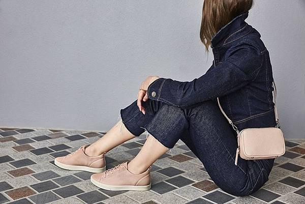 【新聞稿圖片1】櫻花粉色系ECCO GILLIAN女鞋搭配ECCO SP 3 MEDIUM BOXY為春日穿搭揭開序幕