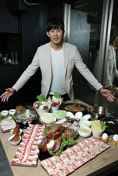新饗集團董事長彭元奎表示龍石鍋物目標以一年展店5-6間的速度進行規劃,年營業額目標為2500萬元(圖片提供-龍石鍋物)