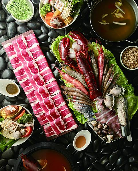 龍石鍋物推出「龍石豪華海陸雙人套餐」有波士頓龍蝦等高級食材售價1799元(圖片提供-龍石鍋物)