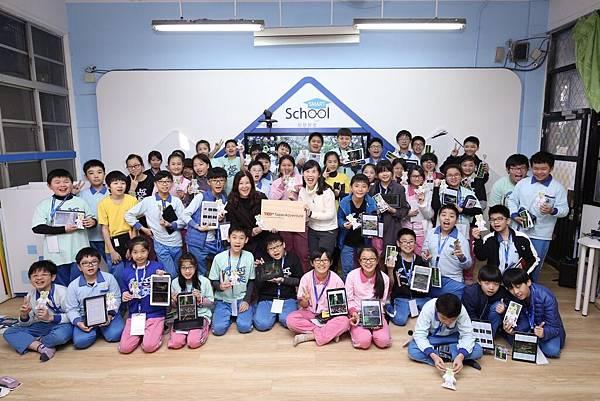 [新聞照]5:台灣三星電子攜手TEDxTaipei,帶領基隆仁愛國小學童展開台灣青蛙生態冒險。(左:基隆仁愛國小 彭麗綺校長,右:台灣專業蛙類研究學者 楊懿如)