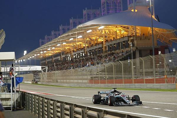 Mercedes-AMG Petronas Motorsport車隊表現精彩,雖然遇上零星突發狀況,仍不畏壓力勇奪頒獎台兩名席次 (2)