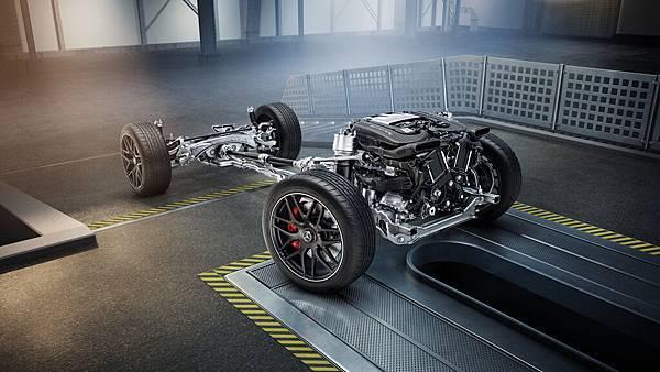 黃袍加身 - GLC 首度上身 AMG 最強 主動式四輪驅動系統、4.0升V8雙渦輪增壓引擎與 MCT 9速多片式離合器