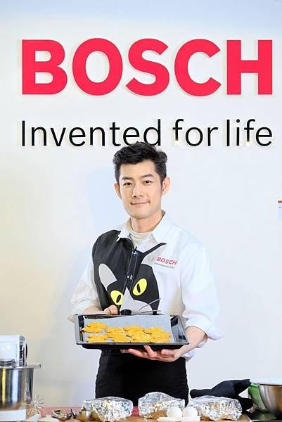 圖說_重視親子、寵物市場 Bosch百貨推體驗課程 邀養貓藝人施易男製人寵共享餅乾