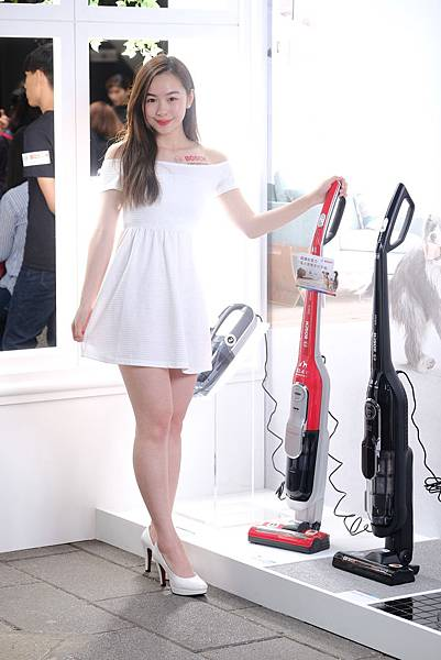 圖說_Bosch重視寵物市場 母親節推無線吸塵器毛髮終結者特價18900 原價20900