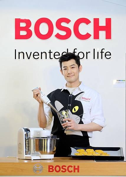 圖說_施易男巧用Bosch德式工藝 烘焙主人.寵物共享營養餅乾