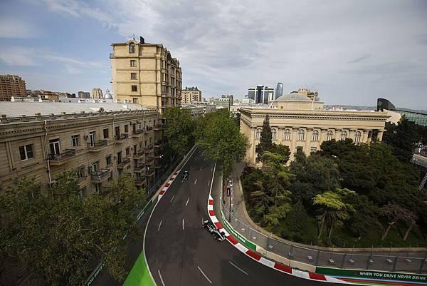2018年F1亞塞拜然站發生嚴重事故,但Mercedes-AMG Petronas Motorsport車隊雙雄依然沉著應戰,展現優異實力
