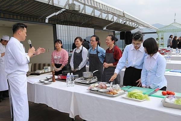 雲品溫泉酒店舉辦「獻給親愛的一道菜」廚藝PK- 雲主廚來指點
