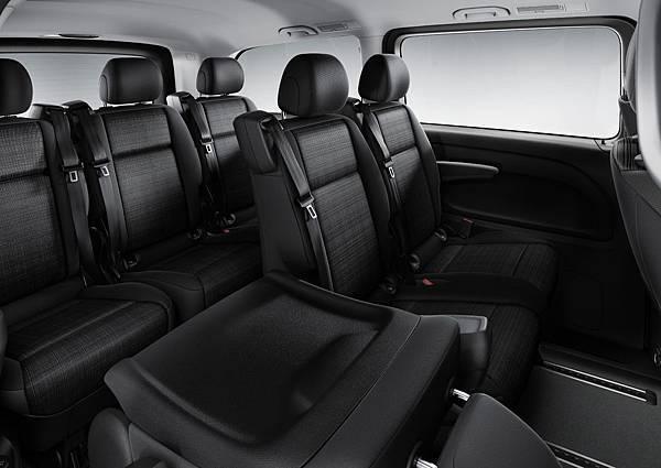 全新Vito Tourer 120車款,車身尺寸承襲既有Vito Tourer車型,5370mm的車身長度依然提供寬敞舒適的3+3+3九人乘坐空間