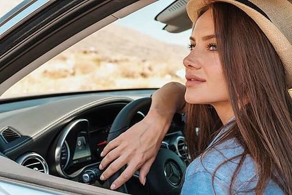 「She's Mercedes」歡迎無論是對於駕車已經十分熟練的自信駕馭者,或是仍處於懵懂階段的新手練習者,兩者皆能報名並有機會參與