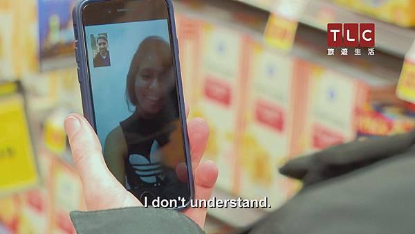 卡瑞妮對於英文一竅不通,兩人在網戀過程中皆僅透過翻譯軟體來溝通