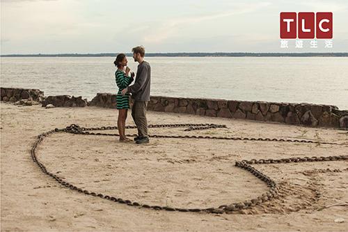 美國男孩保羅一生從未出過國,第一次出國就要前往巴西的亞馬遜森林,向網戀對象卡瑞妮求婚