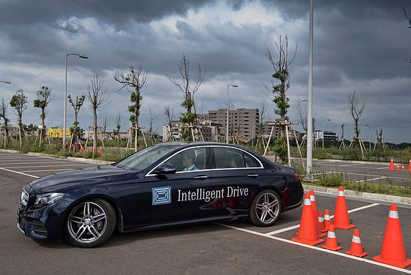 「Intelligent Drive智慧駕駛輔助系統」帶來高度便利與實用性,甚至能幫助駕駛輕鬆停好車輛