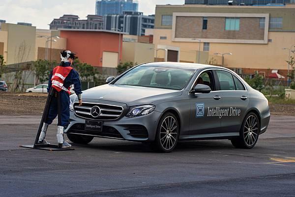 「Intelligent Drive智慧駕駛輔助系統」幫助駕駛化險為夷,是行車安全的第一道防線