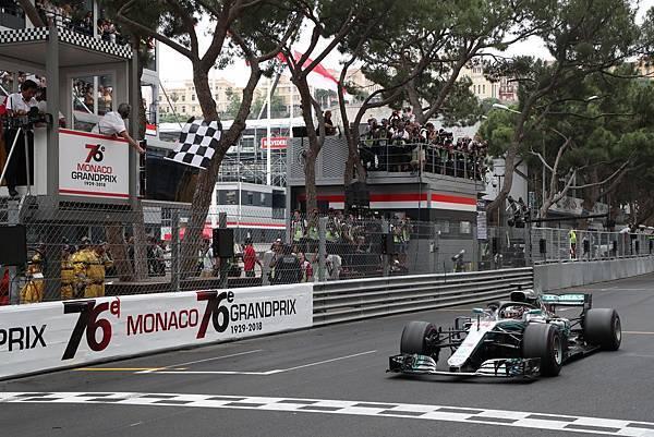 _Lewis Hamilton持續位居車手排行榜領先,而Mercedes-AMG Petronas Motorsport車隊也於車隊積分暫居龍頭