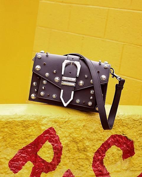 Versus Versace Buckle鉚釘裝飾牛皮方包 $24,500_1