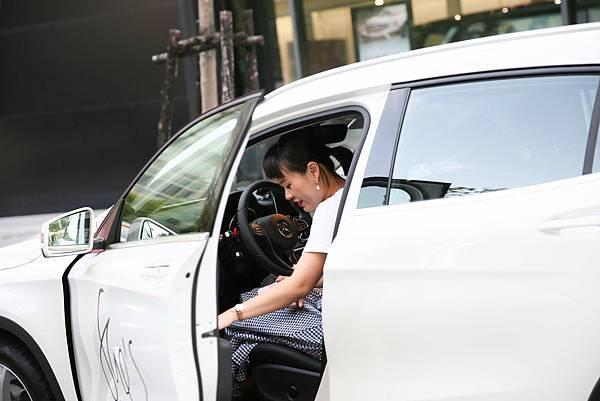 Mercedes-Benz著眼於新世代女性角色議題,希望女性透過學習自駕的過程,勇敢去追尋理想,擁有更自主的生活