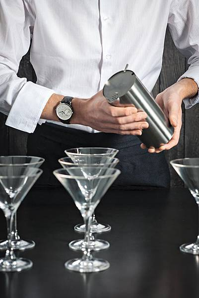 Rado DiaMaster 鑽霸系列大秒針自動腕錶 (男錶)_R14129136_建議售價NTD96500_情境照(3)