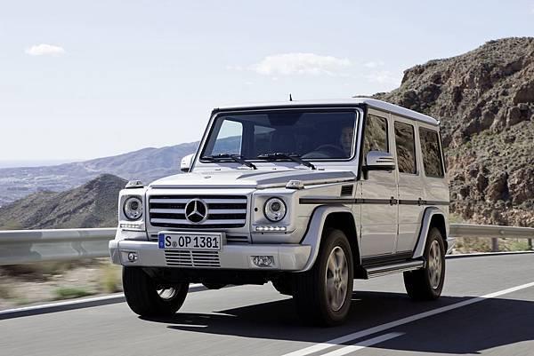 Mercedes-Benz G-Class經過近四十年的發展,車室的豪華舒適前所未有,不過剛硬的外觀線條依然不變,力拔山河的性能依舊讓車迷瘋狂