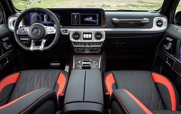 Mercedes-AMG G 63 Edition 1車型擁有強烈紅黑對比的內裝風格設計