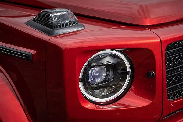 全新G-Class配置整合日行燈的全LED頭燈組