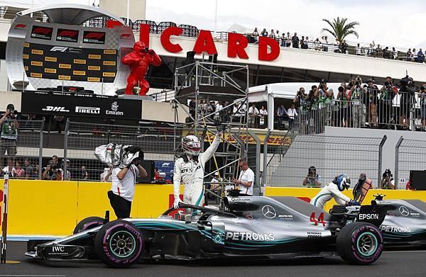 F1法國站週六的排位賽中,Lewis Hamilton做出場上最快單圈,順利取得桿位