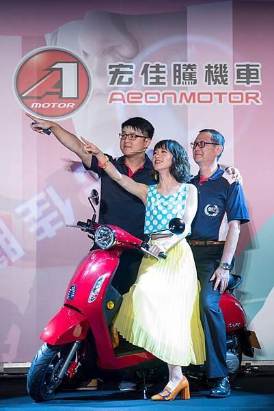 宏佳騰Dory新車發表會,由Lulu擔任代言人