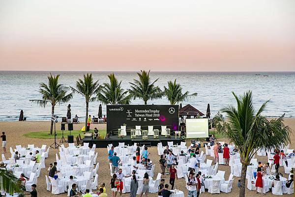 頒獎典禮特別於度假村的沙灘上舉行,別於過往的正式,異國風味的 BBQ及當地樂團帶來的精采表演,讓頒獎典禮多了份度假的輕鬆愉快。