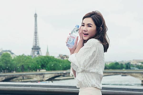 【圖7】evian看中Ella陳嘉樺的生活哲學與品牌理念一致,再次邀請其擔任品牌年度代言人,更遠赴巴黎拍攝宣傳影片。