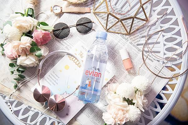 【圖3】evianR推出Love Paris三款限定版瓶身,重現巴黎經典地標:艾菲爾鐵塔,凱旋門和巴黎聖母院,預計全球再掀一波收藏熱潮。