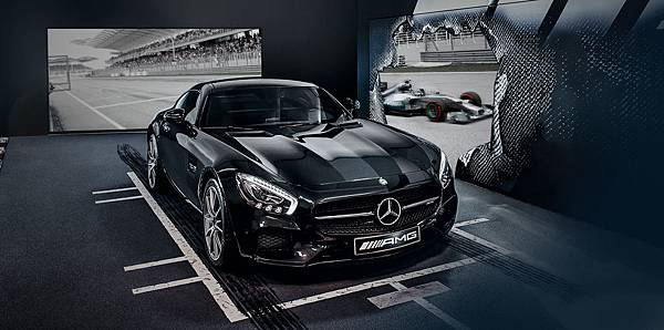 「Mercedes-AMG雙人極限F1性能之旅」提供尊榮體驗,並讓車主親臨現場感受最激昂的F1賽況.jpg