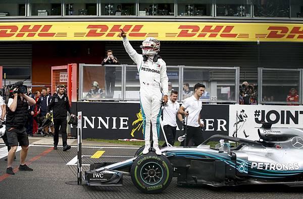 _2018年F1比利時站Mercedes-AMG Petronas Motorsport車隊Lewis Hamilton順利奪下竿位,最後不畏天候影響獲得第二名